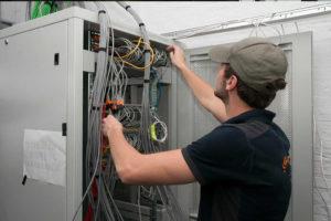 Megasnel ICT monteur - Wij installeren uw netwerk - Megasnel