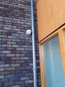 bewakingsCamera bij de voordeur installeren